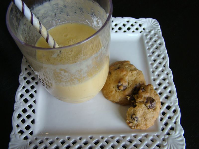 Orange Smoothies and Cookies - www.whatmattersmostnow.typepad.com