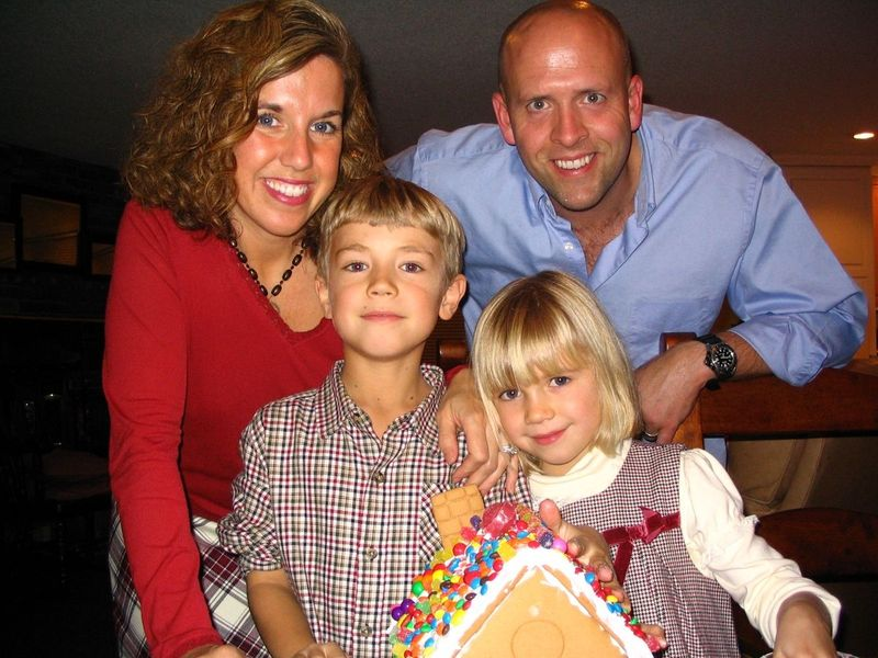 Gingerbread house decorating whatmattersmostnow.typepad.com